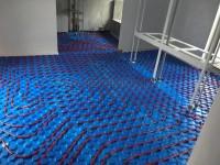 Podlahové vytápění - instalace do systémové desky